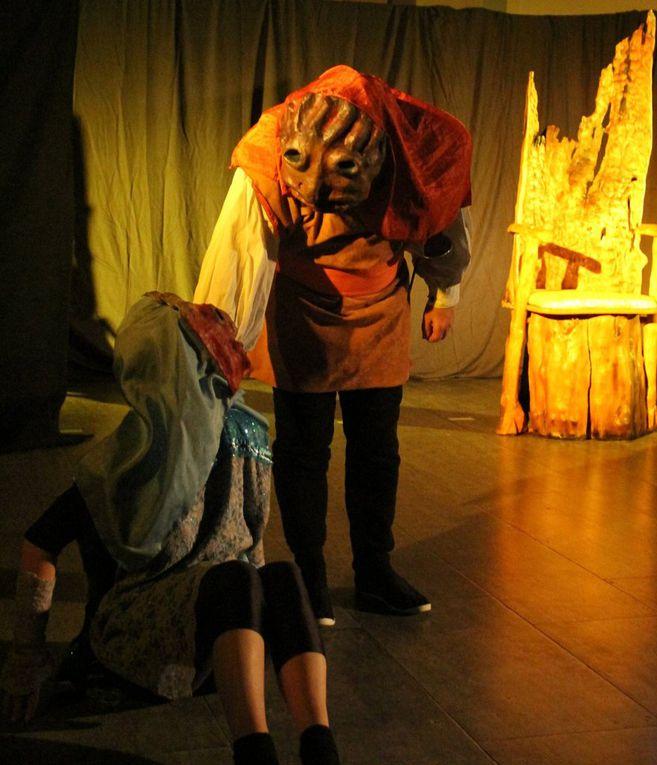 Es wird heftig gebuhlt, verführt, provoziert, posiert, getanzt und geträumt. Schließlich werden die zickige Prinzessin und D'Artagnan und auch die indische Prinzessin und Luftikuss ein Paar, schenkt der Thron der Träume auch dem einsamen Rosenkavalier eine Idee zum Glück und am Ende feiern sich alle in einem Fest.