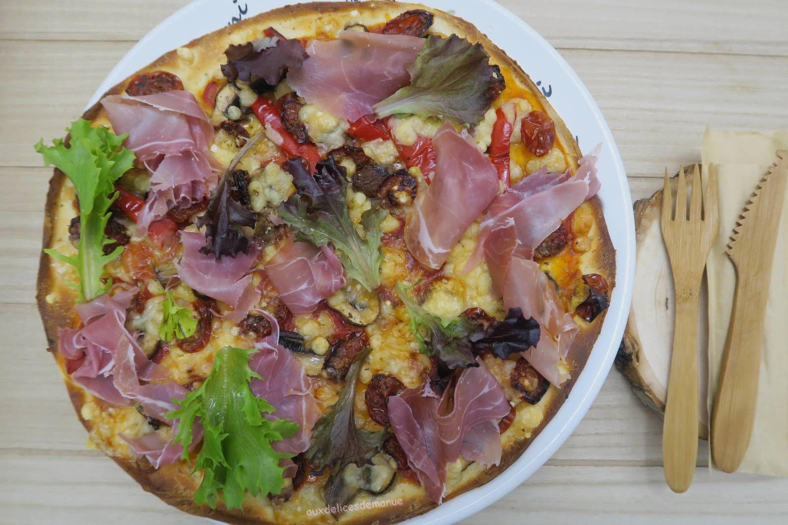 pizza,jambon de Parme,tomates séchées,parmesan,cuisine italienne,jambon cru