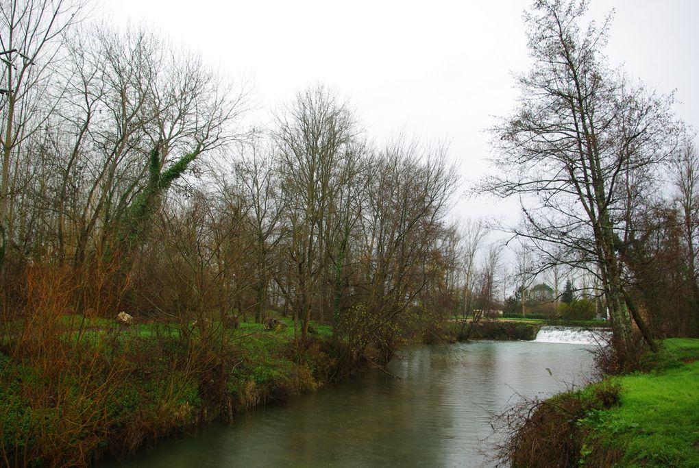 Hameau de Cornillas dépendant de la commune de Valence d'Agen (Tarn-et-Garonne). Décembre 2009. Album associé à l'article Le clos d'eau.