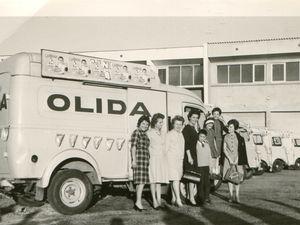 Les épouses et les enfants de l'équipe commerciale, les voitures personnelles dans les années 1960