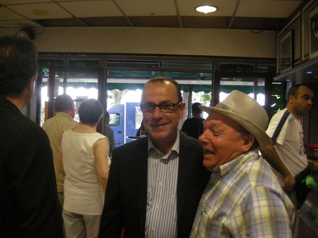 Visite de Jean-Marc Roubaud au marché de Laudun