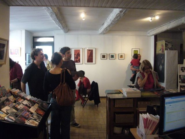 Vernissage de l'exposition d'Elsa Huet, illustratrice, le 3 juin 2012.