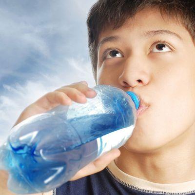 2 große Möglichkeiten, Ihren Kindern über Ernährung und Fitness zu lehren. Machen Sie es Spaß für sie.