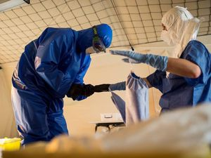 Portrait d'une aide-soignante militaire engagée dans la lutte contre Ebola