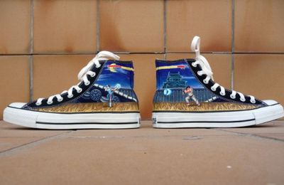 Une paire de Converse version Street Fighter