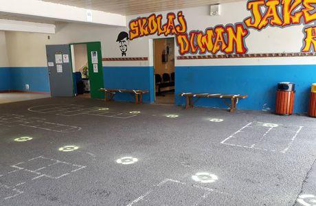 Distro-skol mod Korona