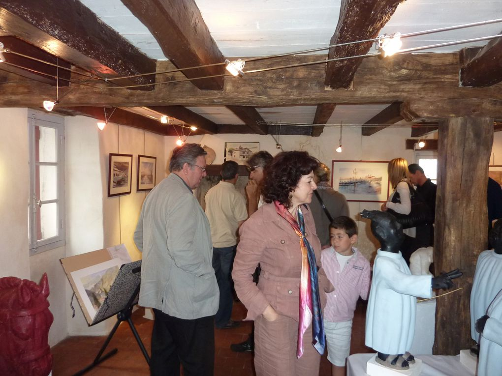 Je participe à une exposition à la Benoîterie d'Arbonne (64) du 3 au 24 octobre 2010. Cet album regroupe les aquarelles que j'y présente. Pour ceux qui ne peuvent pas venir sur place...
