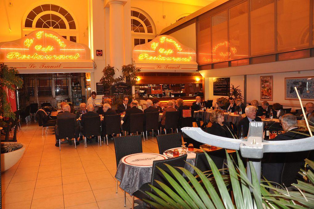 A Paris 75007, dîner amical et patriotique de l'UGF.
