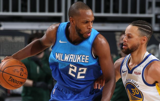 Khris Middleton et les Bucks écrasent les Warriors au Fiserv Forum (+39 points)
