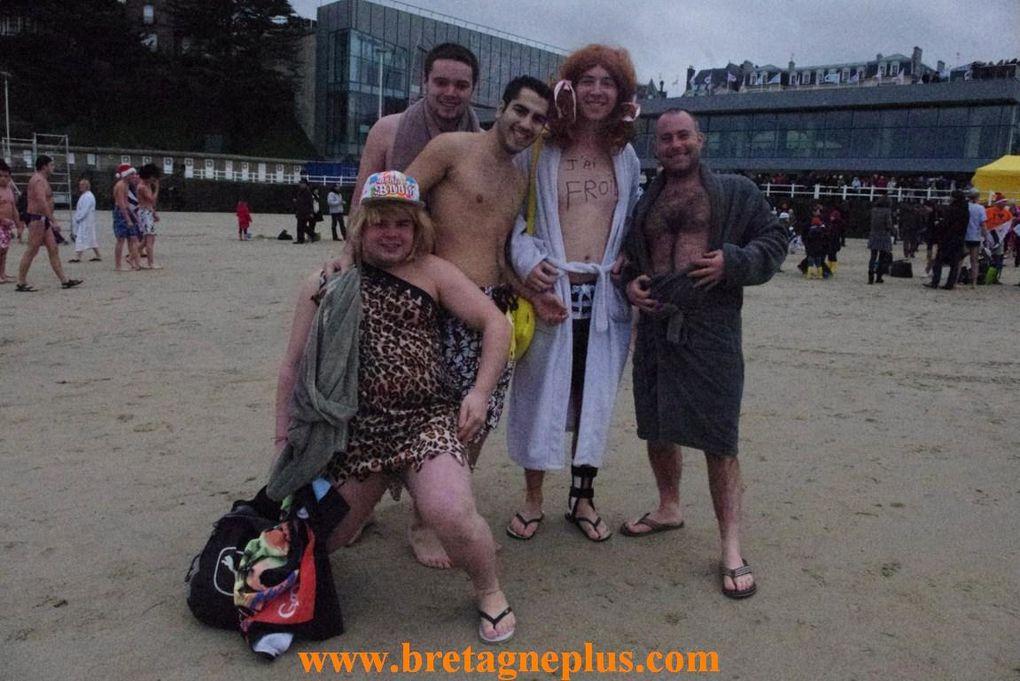 Pour le denier jour de l'année 2012, comme tous les ans, se déroulait, sur la plage de l'écluse, à DINARD(35), le dernier bain de l'année.