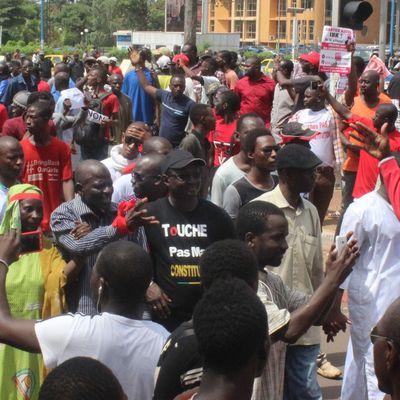 Modibo Sodibé dans la rue à la grande marche du samedi 17 pour dire non à la révision constitutionnelle