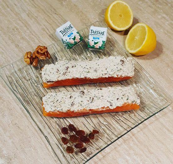 Pavé de saumon tartare ail et fines herbes, noix