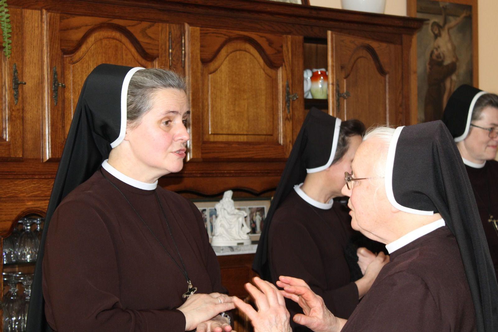 Visite canonique de Mère Générale dans nos communautés: Montmorency et Deuil. Wizytacja Matki Gereralnej naszych wspolnot: Montmorency i Deeuil.