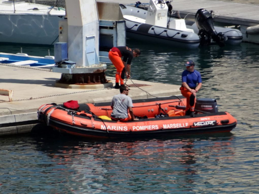 BMP M 11, zodiac des marins pompiers  de Marseille en entrainement  , dans le port de L'Estaque le 19 juin 2018