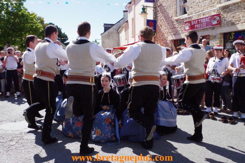 Comme tous les ans, à Pleucadeuc (56), le 15 août, se déroule la Fête des jumeaux, le Rassemblement des deux et plus