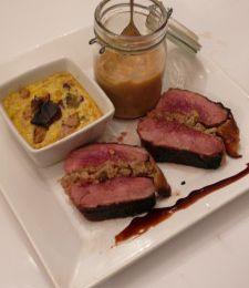 Rôti de magret version sucré-salé, flan de cèpes et foie gras, purée de chou vert et châtaignes