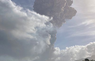 Explosive eruption at La Soufrière in St. Vincent!