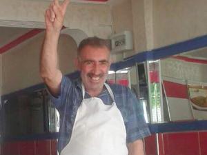 Voici Mustafa Seker, tué à l'âge de 31 ans à Kobanê dans les rangs du YPG. Son père Ismet, à droite, figure parmi les victimes de Suruç. Il vivait dans le quartier alévi de Gazi à Istanbul où il a été inhumé (http://www.demokrathaber.net/guncel/oglunu-kobanide-kaybeden-ismet-seker-de-suructaki-saldirida-katledildi-h51928.html)