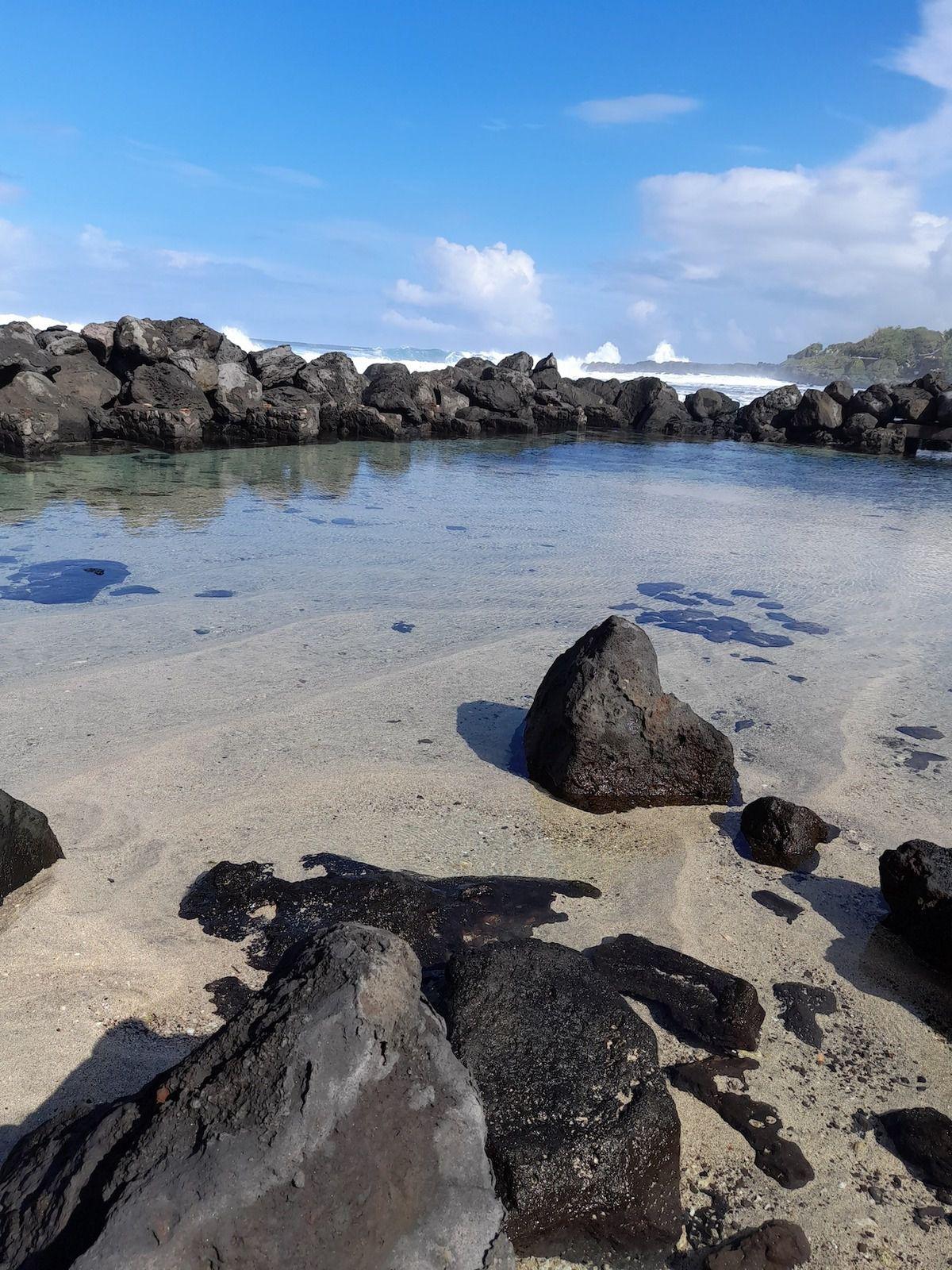 Le petit bassin de la plage de Grand Bois