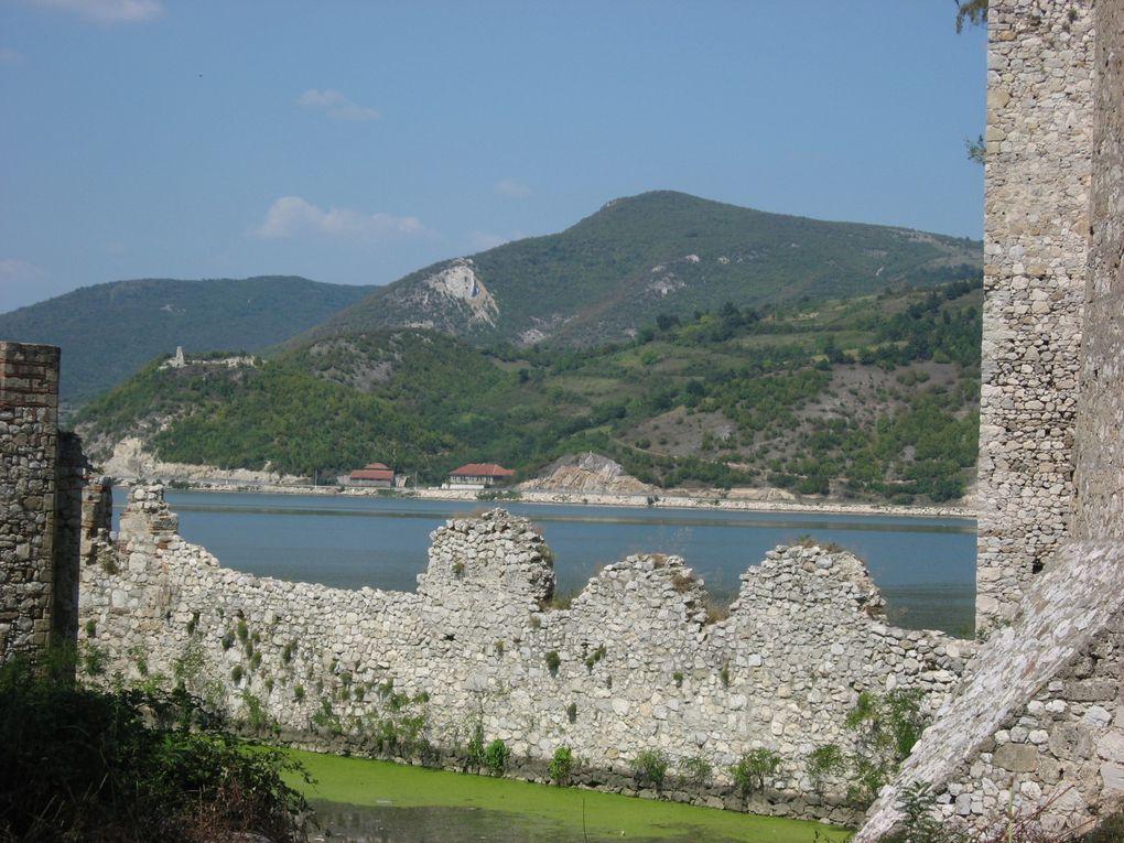 Le Danube mesure 2 875 km à partir de Donaueschingen et 3 019 km à partir de sa source. Photos: Emmanuel et Mariela 2007
