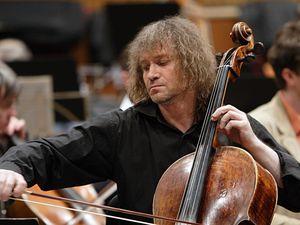 alexander kniazev, un immense violoncelliste et organiste russe nommé meilleur musicien de l'année en russie en 1999