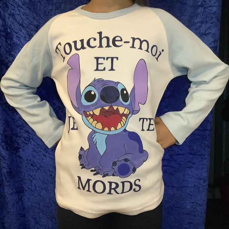 Peinture textile: première partie d'un T-shirt Stitch