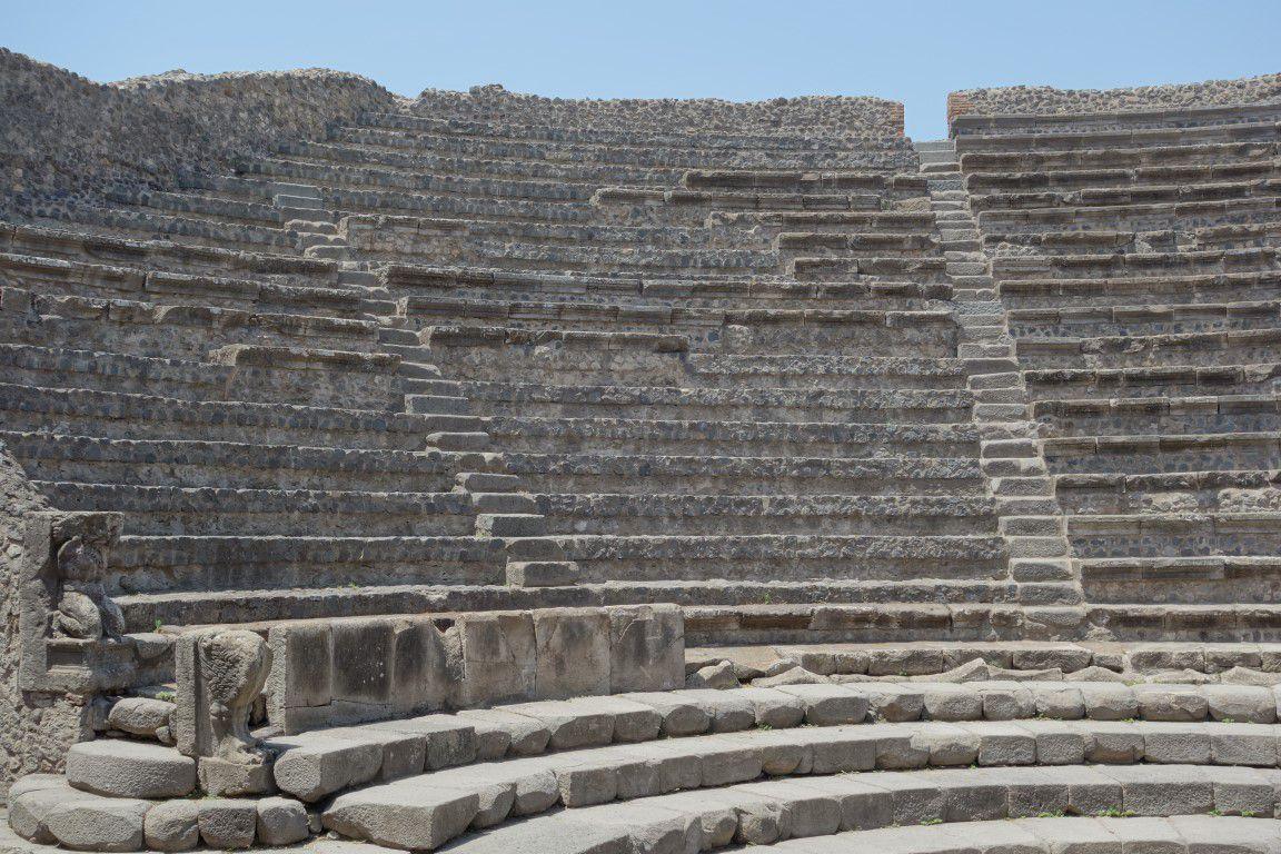 Pompéi, ses maisons à fresques et mosaïques, son théâtre et et ses moulages de corps