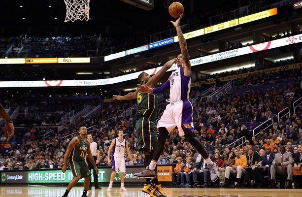Les Suns s'imposent contre le Jazz à Phoenix