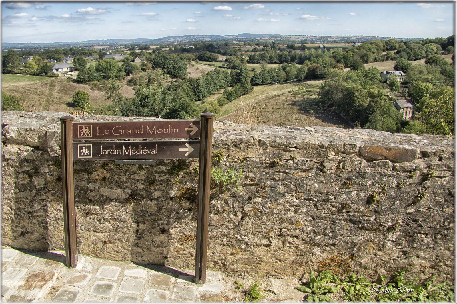 Chemin de ronde site de Sainte-Suzanne - Mayenne
