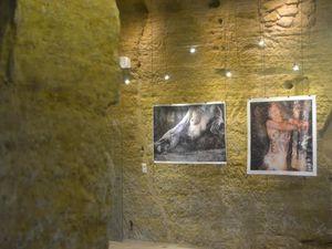 Marbre de JJ Mancardi: marbre blanc de Carrare et marbre noir de Belgique, mandalas de Yoham, photos de Y. Sevrin, mosaïques au sol de A. Girod, mobile de P. Boucharlat