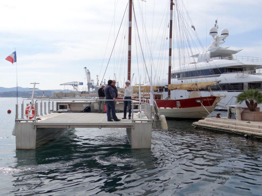 HELIODIVE , navire electrique (batteries) en promotion -vente ,  dans le port de Toulon