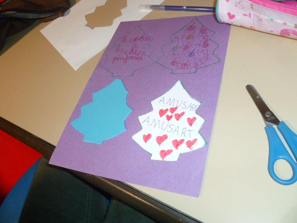 cycle 2 (année 2015/2016) et début cycle 3 (carte bougie)  badge de table avec déco libre, chiens en origami, carte chat ou chien dessinés avec la main et les doigts, coeur avec message en origami, pingouin déco de noel avec ses acessoires et sapin T.A.P