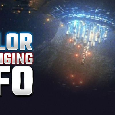 UFO SIGHTING NEWS : Creepy Color Changing UFO in USA ! Is This a Code to Communicate with Us ? 👽