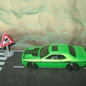 08 DODGE CHALLENGER SRT8 HOT WHEELS 1/64 - car-collector.net