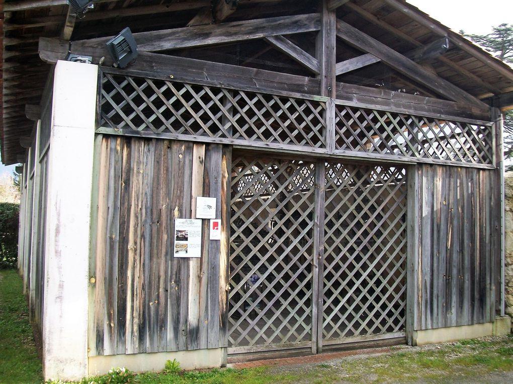 Le hangar et le pigeonnier ont gardé leur porte fermée…