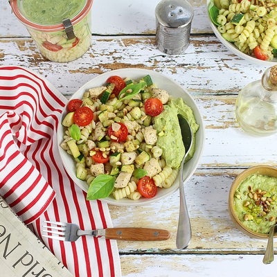 Salade de Fusilli, Poulet, Légumes d'Eté et Pesto d'Avocat