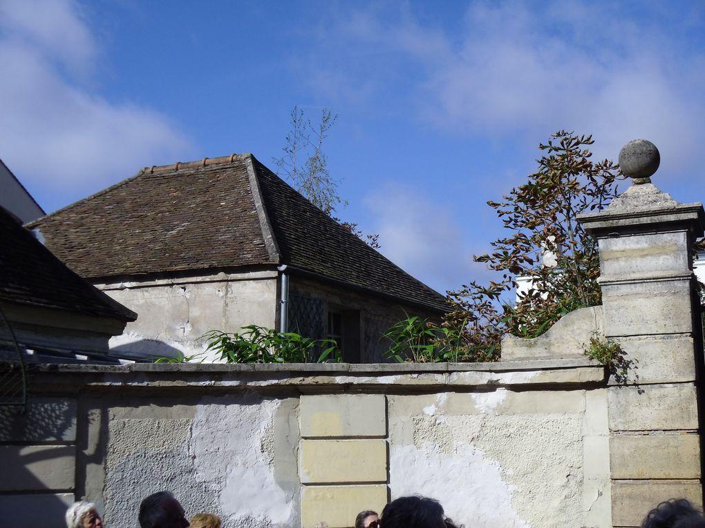 Demeure (2e quart 17e siècle ; 1ère moitié 18e siècle) Les façades et toitures du bâtiment principal et des deux pavillons d' entrée de la propriété (cad. AB 111) : inscription par arrêté du 27 septembre 1971 Construction d'avant 1640 (pav
