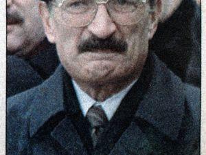 Bülent Ecevit (photo Sabah) et Tansu Çiller (photo Radikal) lors des obsèques de Türkes. Editions du 9 avril 1997