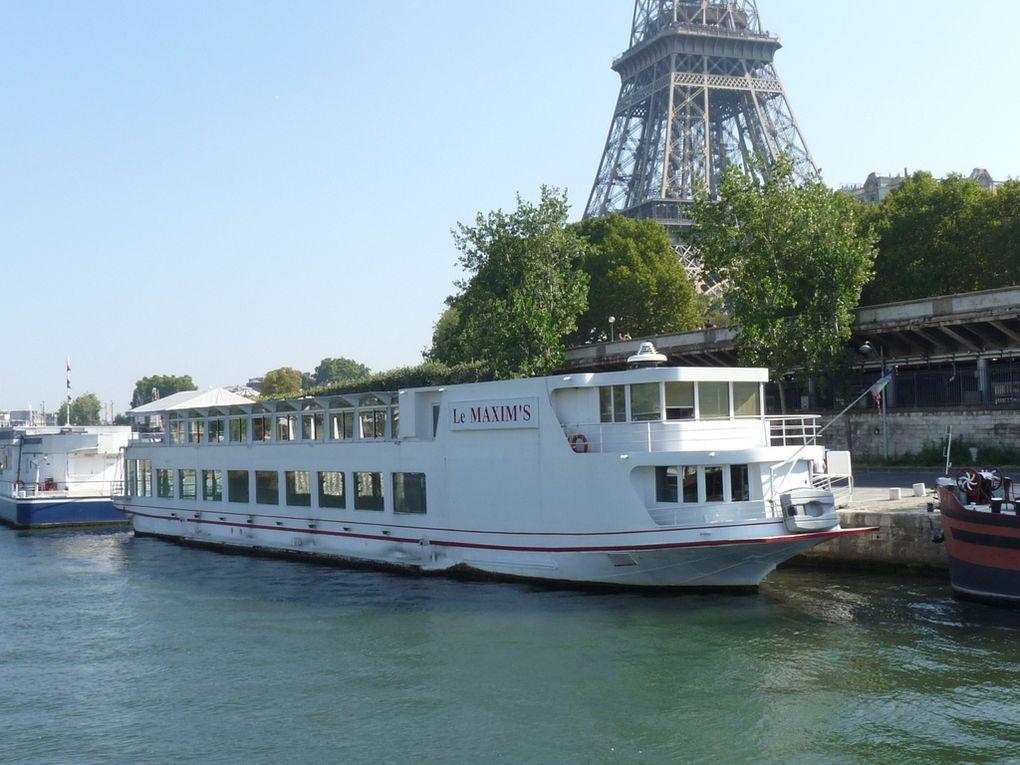 LE  MAXIM'S , sur la seine à Paris