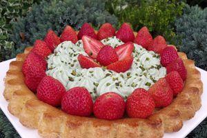 Génoise aux fraises et sa mousse de pistache