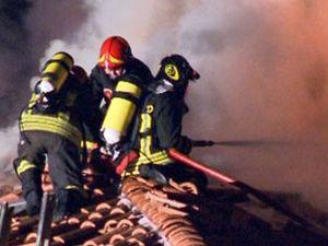 Castelletto Ticino: a fuoco palazzina di 5 piani (foto gallery)