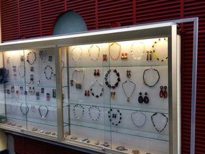 Bijoux de créateur à Paris.