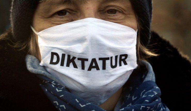 Un juge allemand déclare l'obligation du port du masque illégal et préjudiciables aux enfants (et subit une perquisition suite à sa décision)