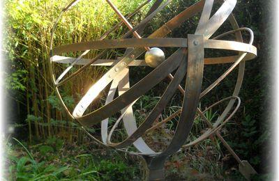 Sphère armillaire en cuivre et laiton patiné