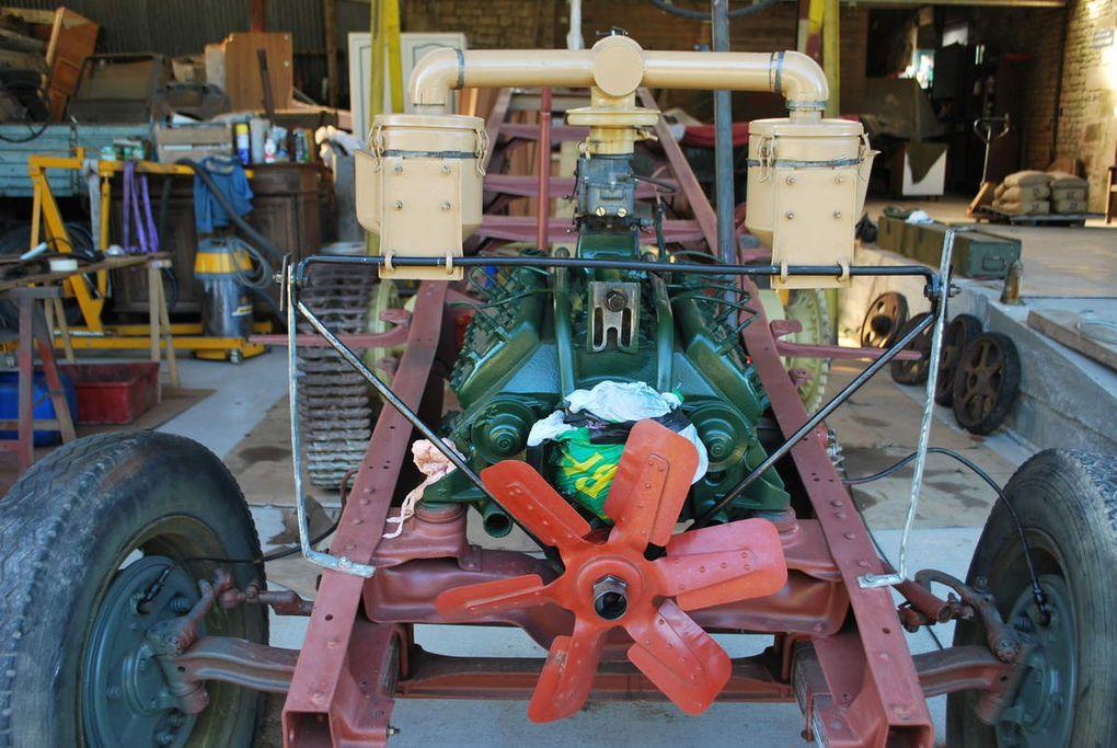 crédit photos - alain Chaussade -filtre à air carbu, remonté sur le moteur, chassis peint de couleur jaune sable photos sous néons