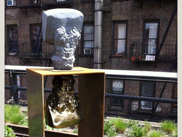 Le long de la High Line, verdure et sculptures contemporaines.