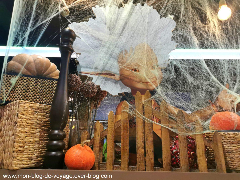 La décoration intérieure spécial Halloween de la table d'Arthur (octobre 2020 , images personnelles)