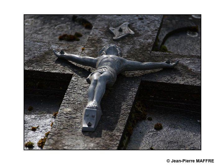 """Surnommé le """"Père Lachaise Rémois"""" ce cimetière conserve les tombes de célébrités locales et nationales. On y découvre également des œuvres de sculpteurs importants."""