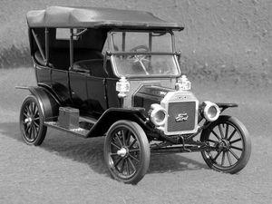 Henry Ford et la T de 1913...