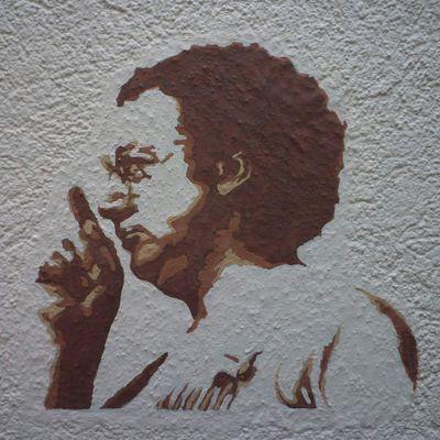 Coluche , détail fresque rue du Combat Draguignan